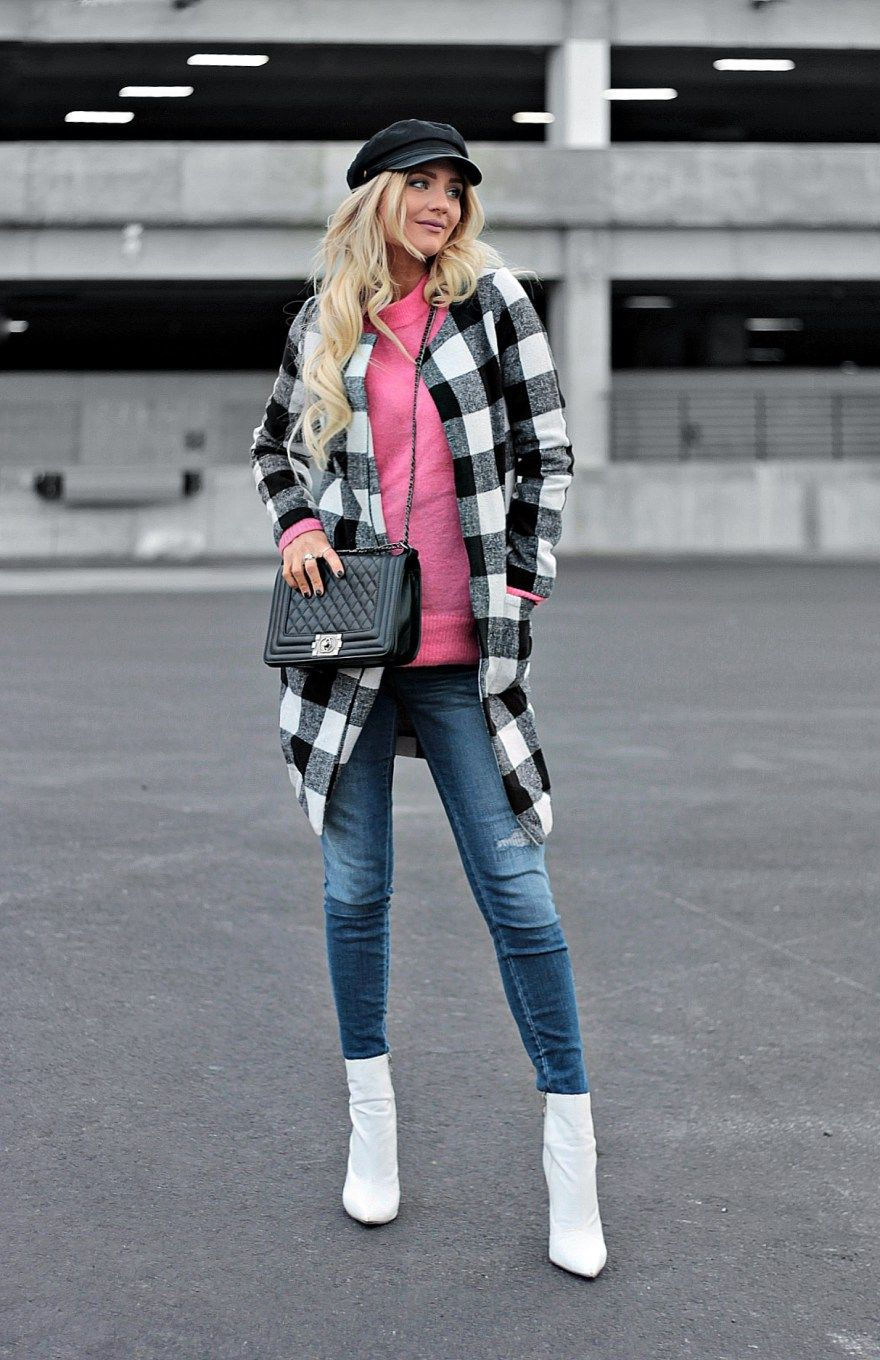 d91739785d728 maternity style, winter style, pop of pink, checkered, checked, plaid,