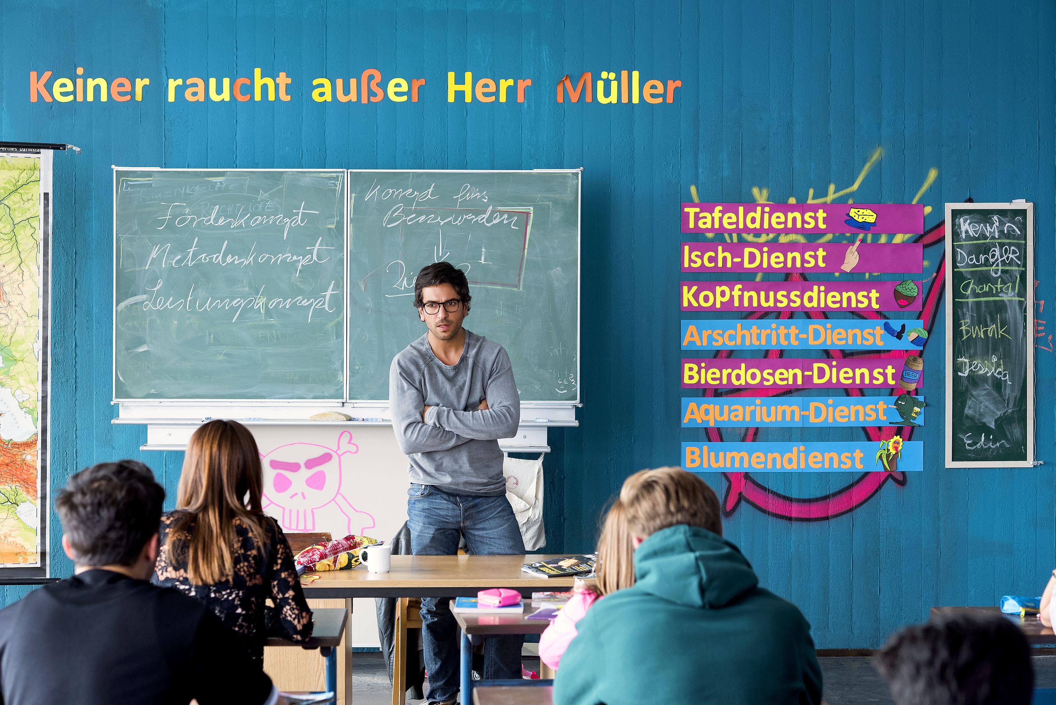 © 2015 Constantin Film Verleih GmbH / Christoph Assmann  Müller is bäck! Zeki (Elyas M'Barek) hat die 10b im Griff - noch.