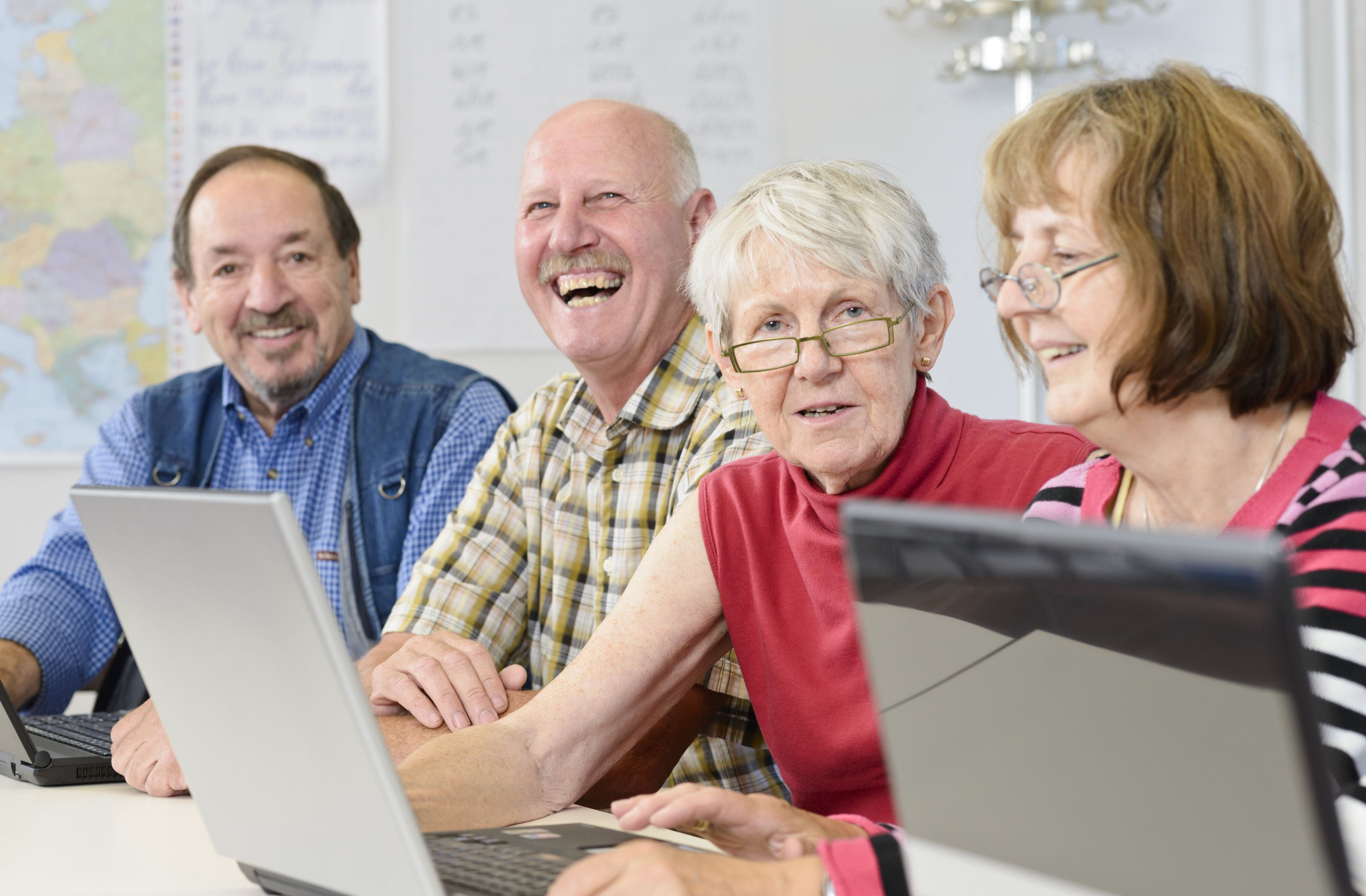 Helping Seniors Learn New Technology How To Start Conversations Computer Lessons Older Adults