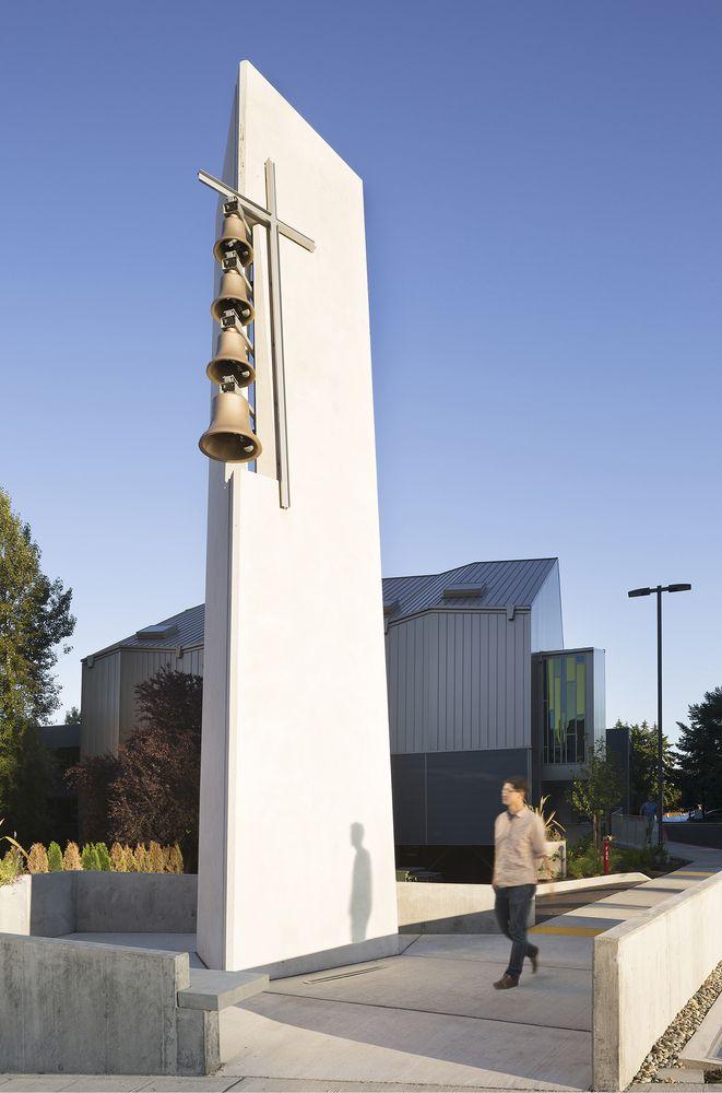Bellevue First Congregational Church,© Lara Swimmer