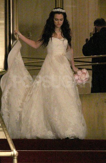 See Leighton Meester In Blair Waldorf S Wedding Dress For Gossip Girl Gossip Girl Outfits Blair Waldorf Wedding Gossip Girl