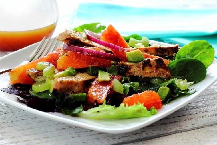 Recetas de ensaladas verdes para una alimentación saludable en primavera.