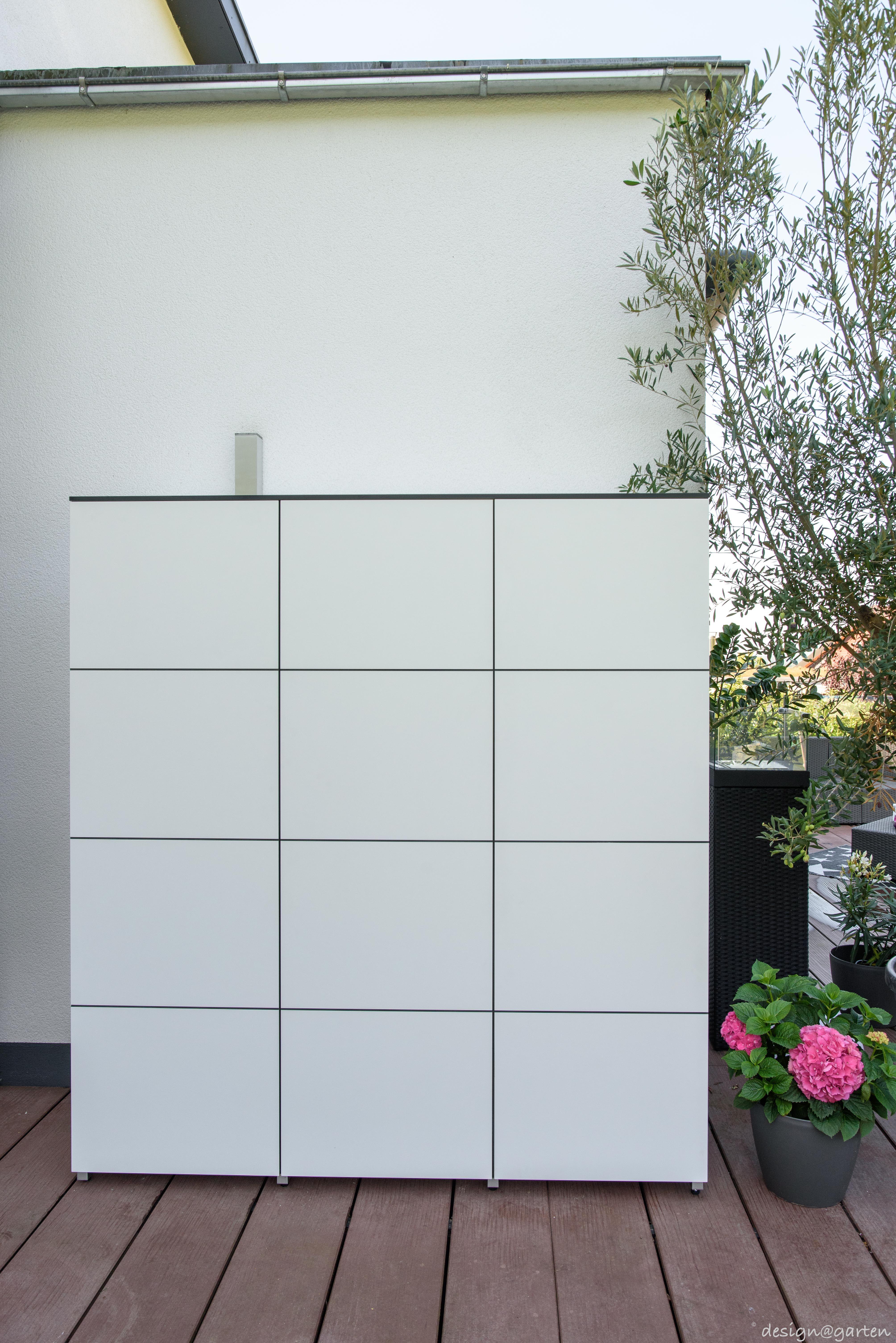 Balkonschrank Terrassenschrank Hochschrank Win By Design Garten Augsburg Farbe Weiss Wetterfest Uv Bestandig Te Gartenschrank Balkonschrank Garten