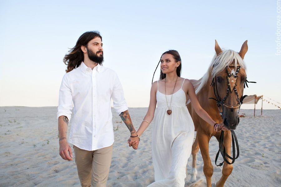 hippie, boho, desert, couple, love, lovestory, horse, white dress, wedding, beard, freedom, hippy