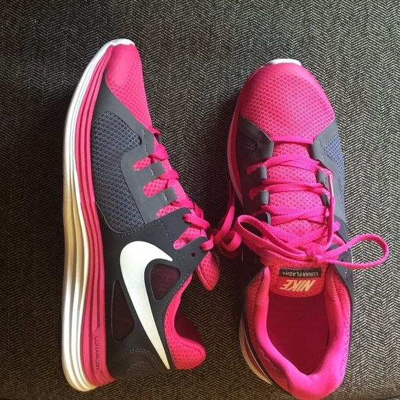 New women's NIKE Lunar Flash+ size 9.5 New never worn Nike shoes. They were a Christmas gift that just didn't fit my wide feet. Nike Shoes Athletic Shoes
