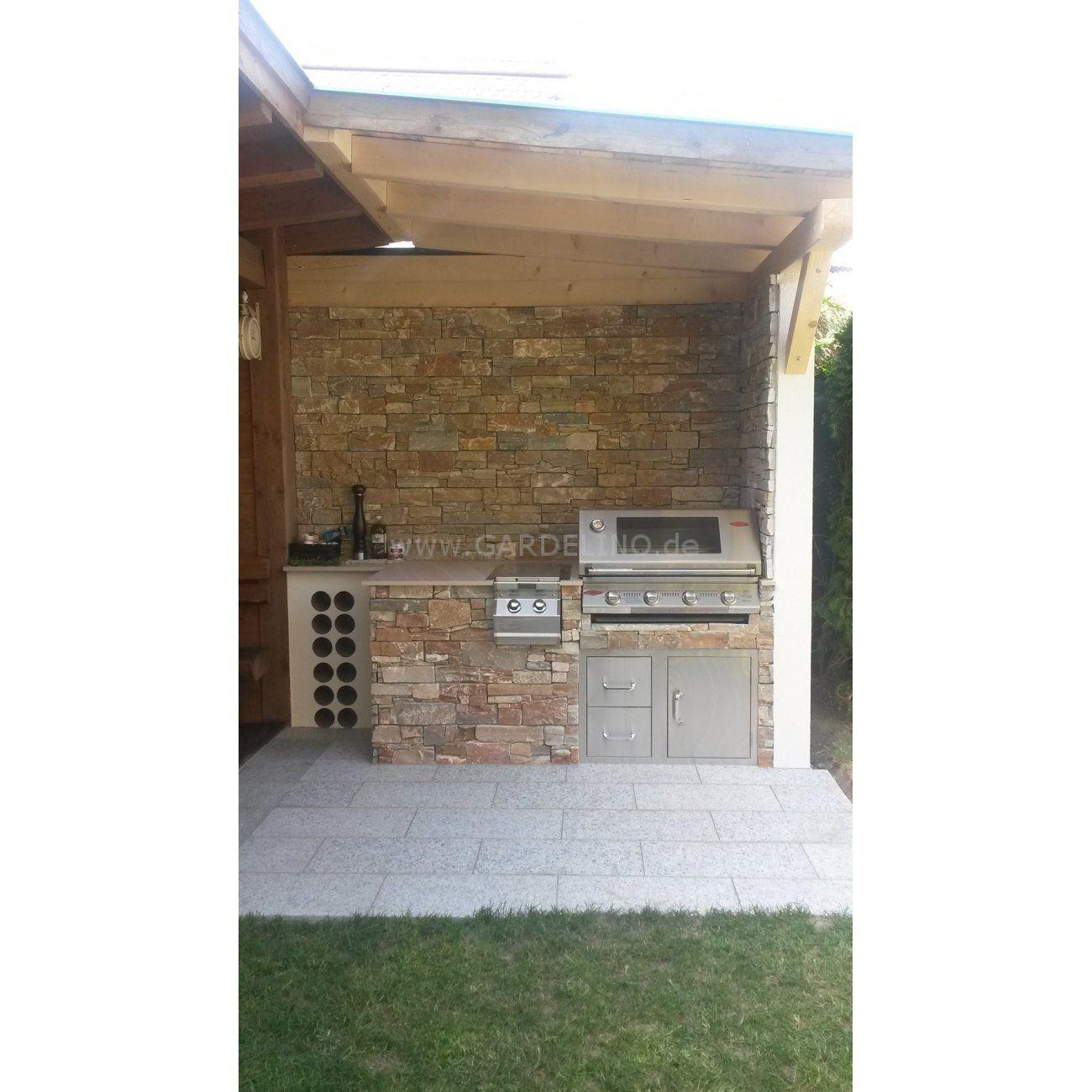 grillstation mit beefeater grill aus stein mit Überdachung // grill