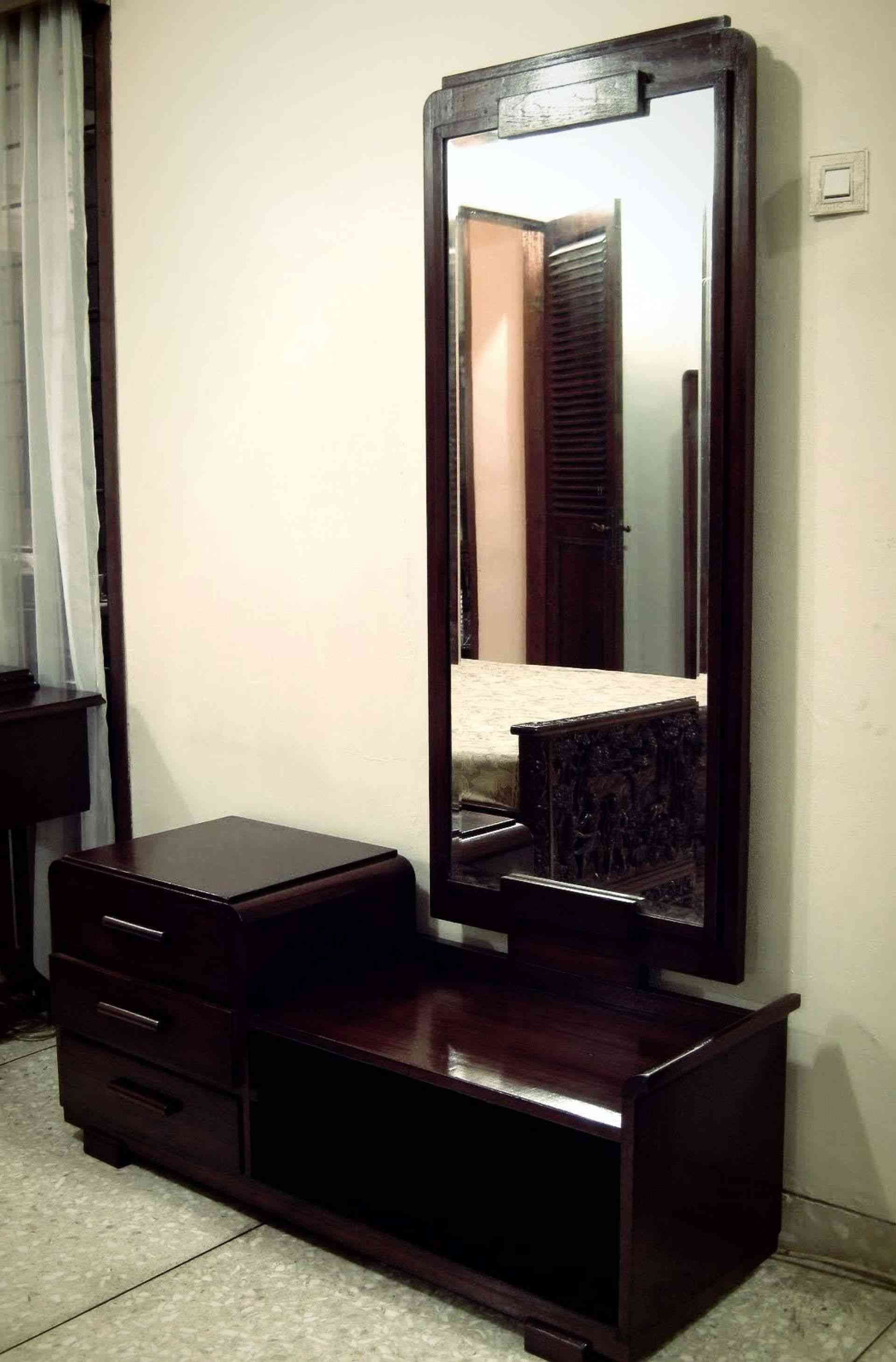 14 Luxury Dressing Table With Some Extra Mirrors Paijo Network Modern Dressing Table Designs Dressing Table Mirror Design Dressing Table Design