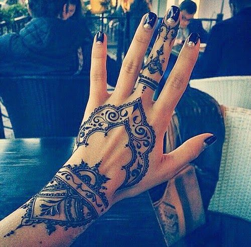 333f8adc3 MEOW! - the fashion blog: 10 beautiful Henna Tattoos for your hands ...