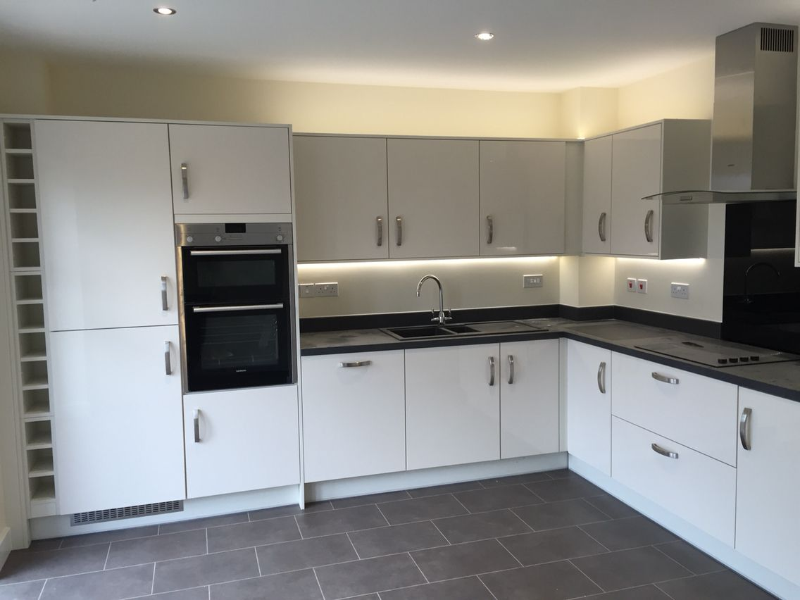 A Topfit Gloss White Kitchen With Slate Worktops For A Client In Bristol Glosswhitekitchen