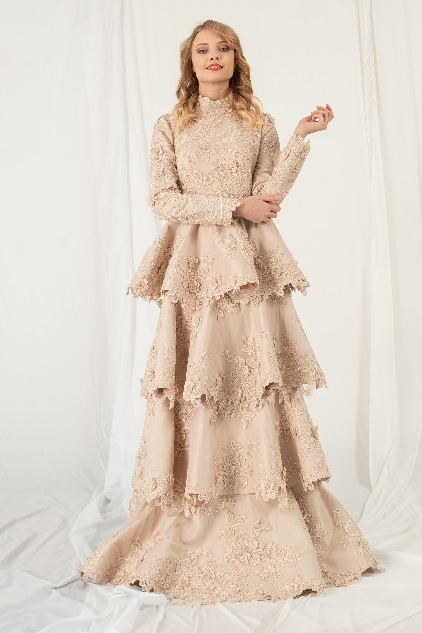 Gonul Kolat 3 Boyutlu Kristal Islemeli Dantelli Kat Kat Nisanlik 2019n7 Somon Moda Stilleri Victorian Elbiseler Elbise Modelleri
