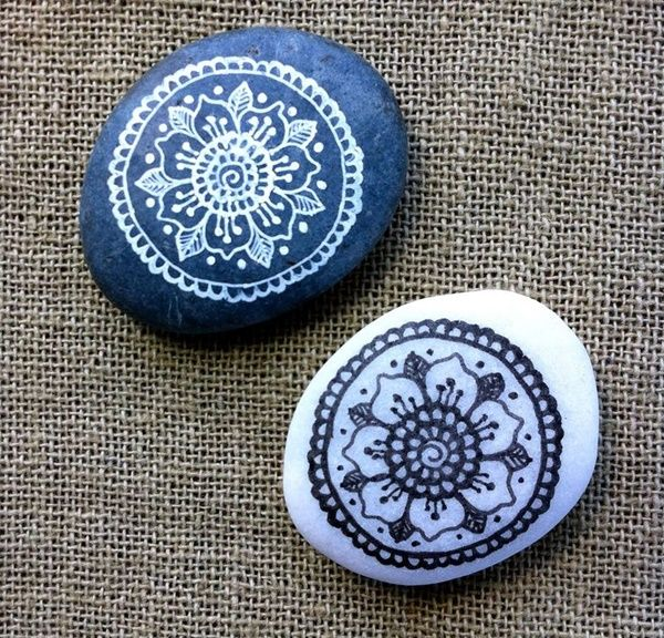 40 DIY Mandala Stone Patterns for Random Awesomeness is part of Stone painting, Stone art, Mandala stones, Rock painting ideas easy, Pebble painting, Stone - It's time to try yourself out with DIY Mandala stone patterns for your rich indoor decorationsIt's like a meditation creating beautiful designs out of dots