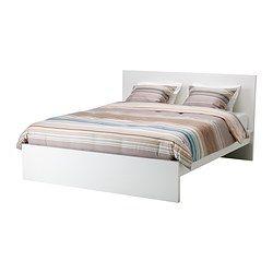 IKEA - MALM, Korkea sängynrunko, 140x200 cm, Leirsund, , Sängyn laidat ovat säädettävät, joten sänkyyn voi valita haluamansa paksuisen patjan.Viiteen vyöhykkeeseen jaetut 42 koivuista liimapuusälettä mukautuvat kehon painoon ja parantavat patjan kykyä mukailla kehon muotoja.