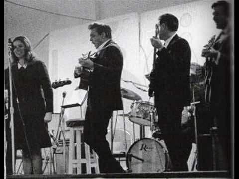 Wayfaring Stranger Johnny Cash Youtube Johnny Cash Knew How To Do Rap Lol Johnny Cash Johnny Folsom