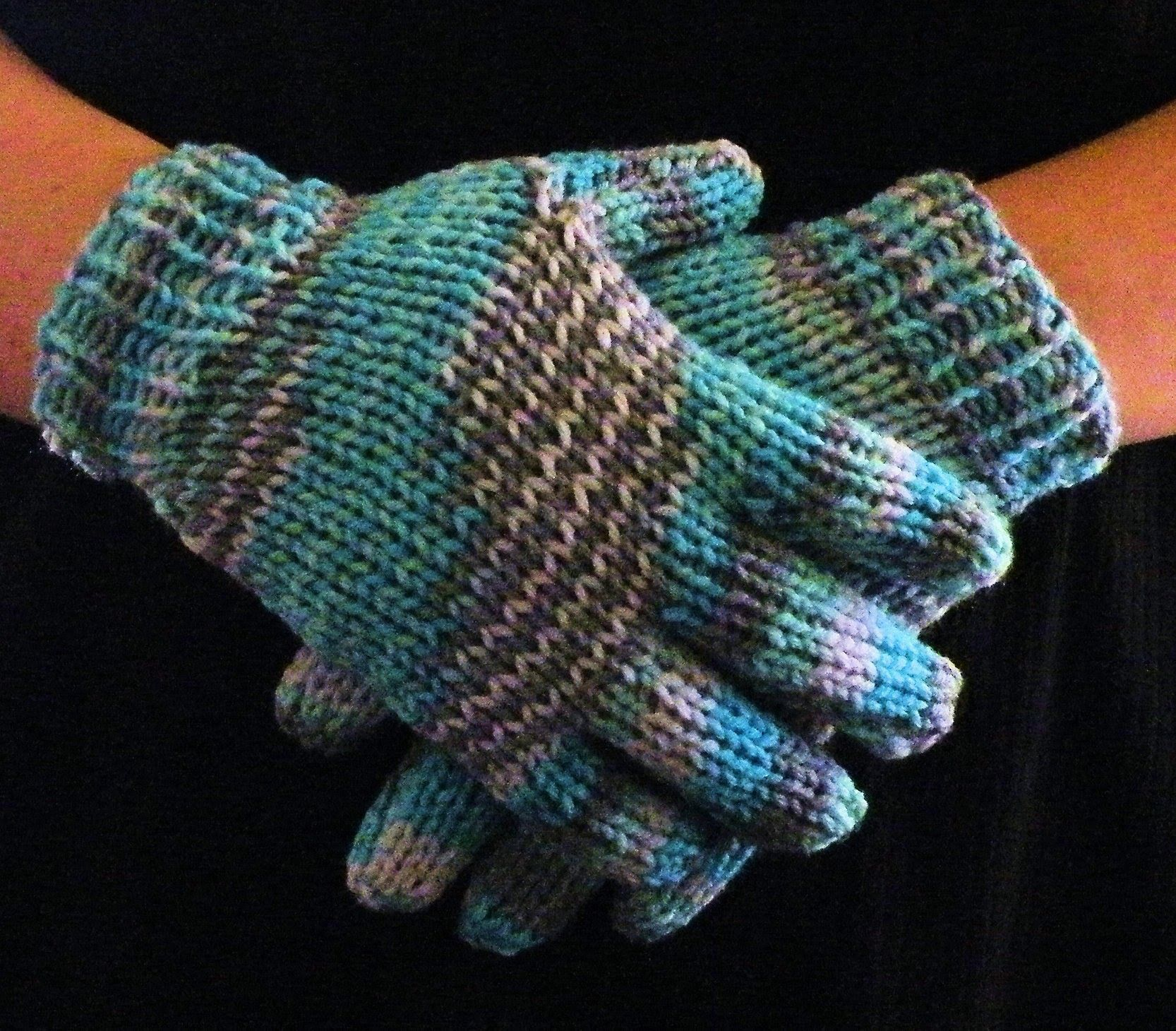 How to Loom Knit Gloves Round Loom | Round loom knitting ...