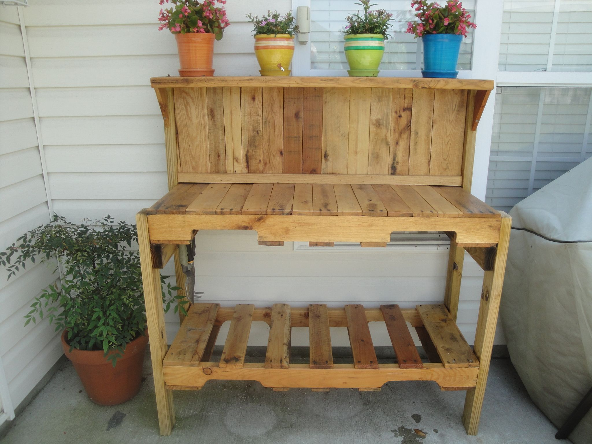 gardening bench made from pallets | Home Decor that I love ...