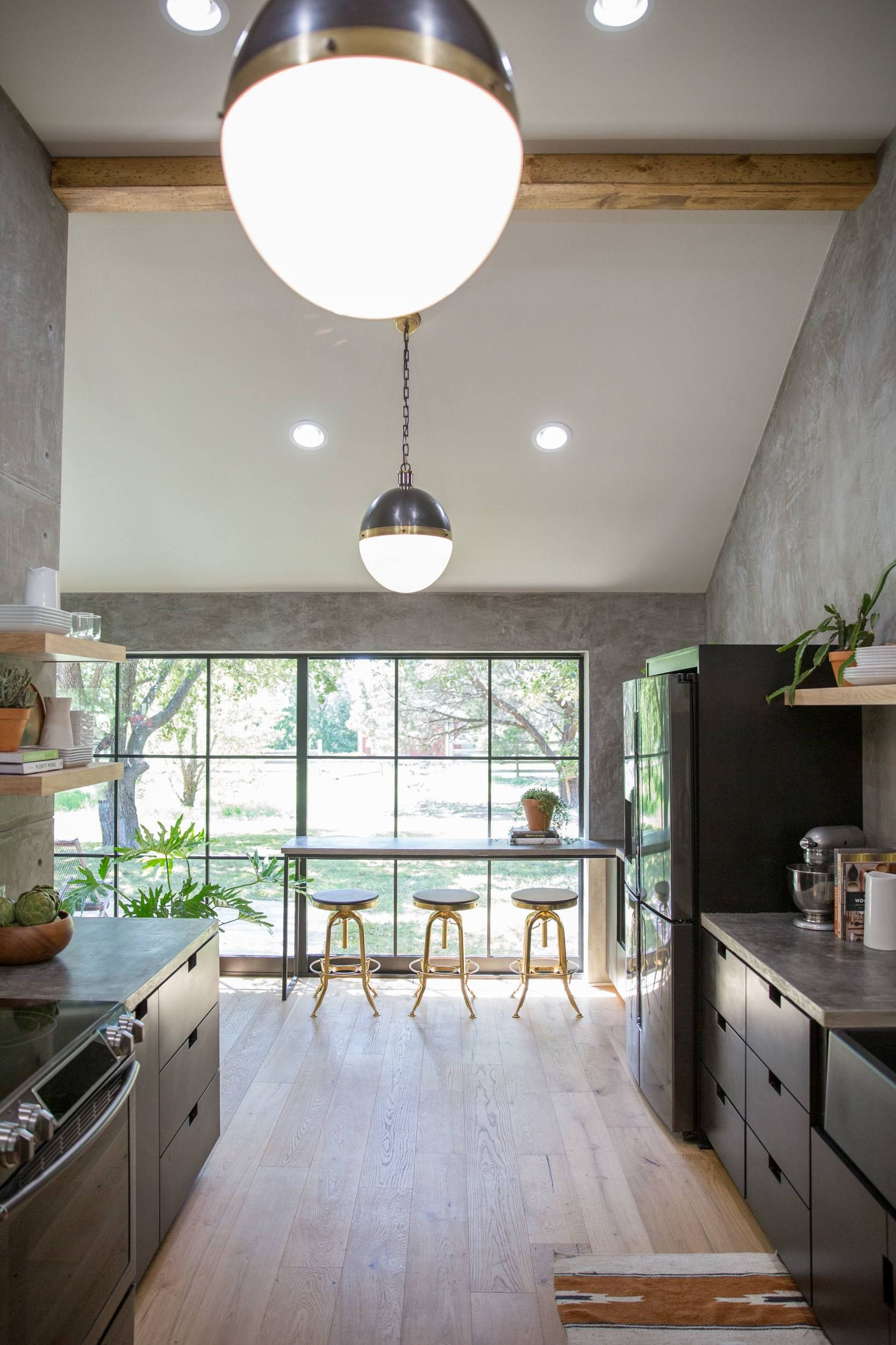 Id id ideas de cocina de los pa ses de bricolaje - A Few Brass Accents Added Throughout The Kitchen Made For A Fun Modern Addition To