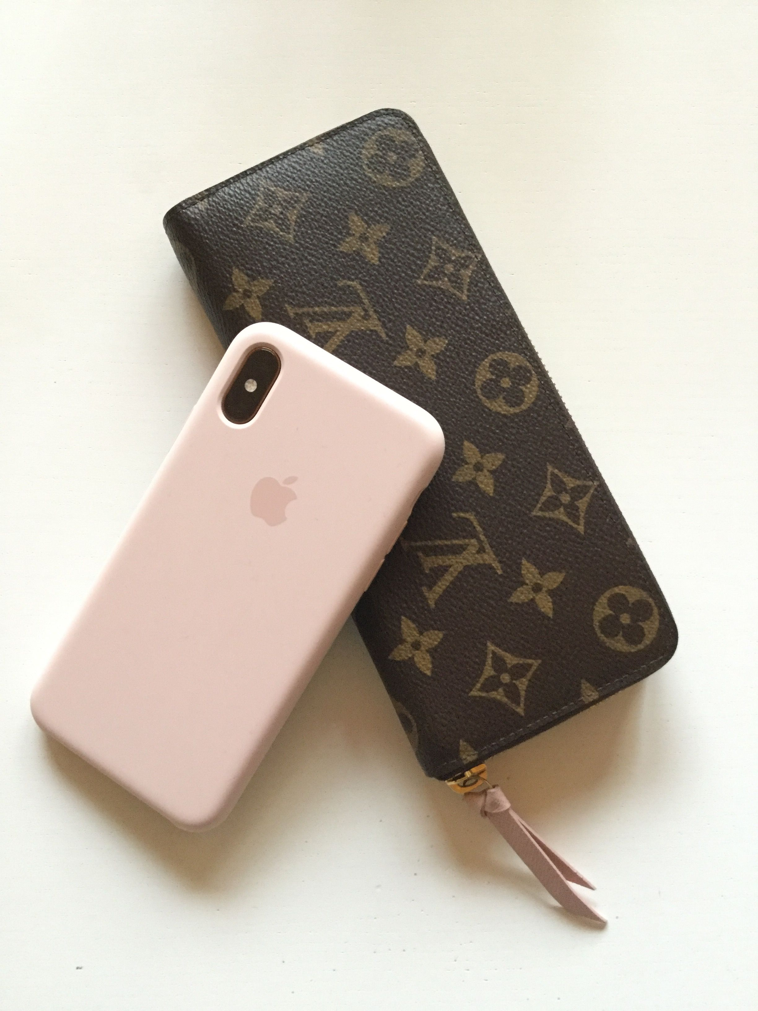 Louis Vuitton wallet Clemence +iPhone Xs silicone case pink sand ... aada932a43c