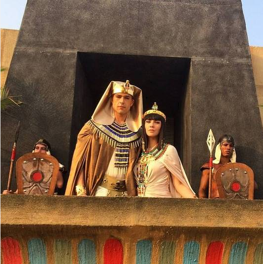 "Pharaoh and Nefertari. ""Os Dez Mandamentos"" (2015)"