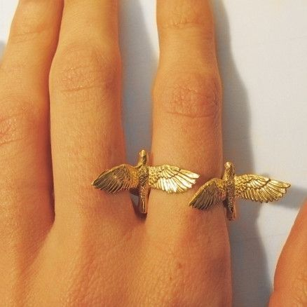 two little birds fly looks amazing in my finger #fashion #birdring #imitazionecartierlove