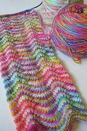 Using two different random striped yarns - gorgeous effect ...