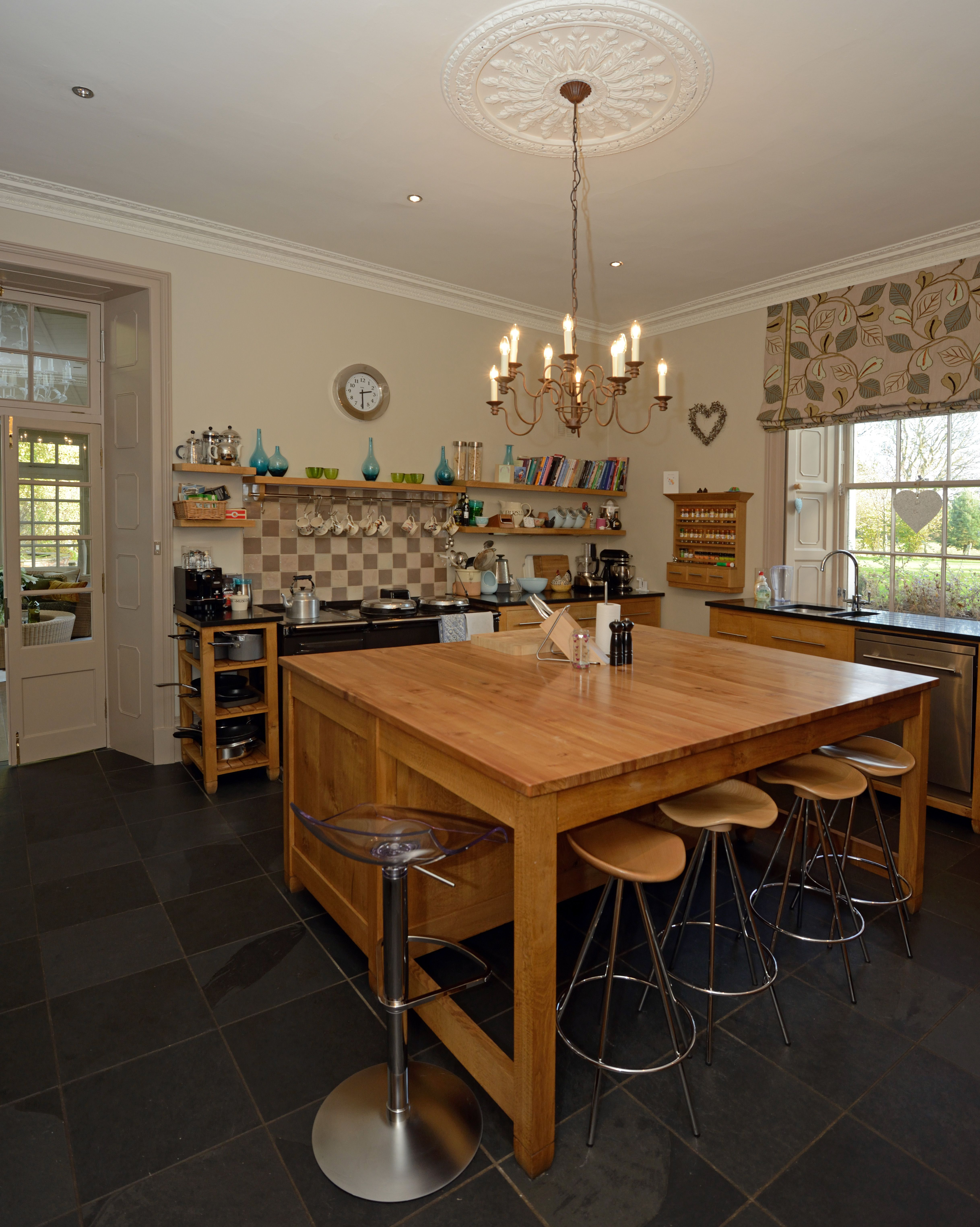 Cat's Paw Oak kitchen island with seating | Bespoke Wood Kitchens ...