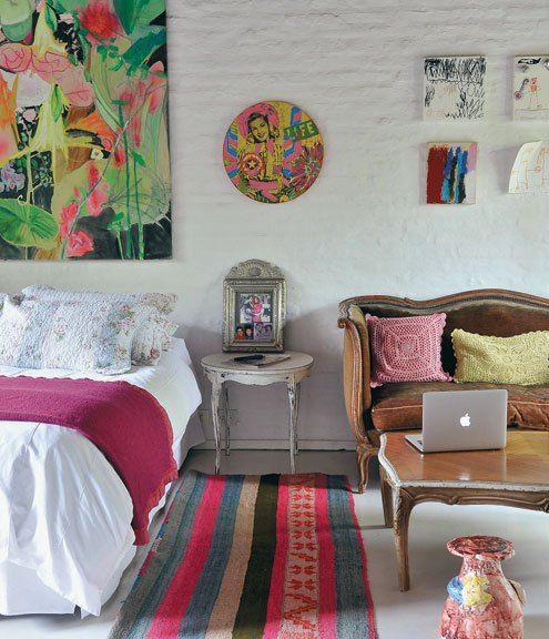 Bajo el concepto de Home Gallery este chalet de los años 70 se convirtió en un refugio de obras de arte y color. Un verdadero paraíso donde la pintura y el confort encuentran el punto de equilibrio…