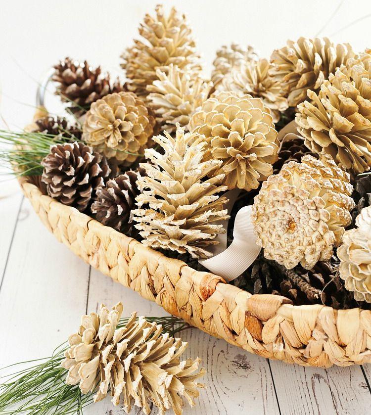 Tannenzapfen bleichen: Basteln Sie eine puristische Weihnachtsdeko in Weiß!