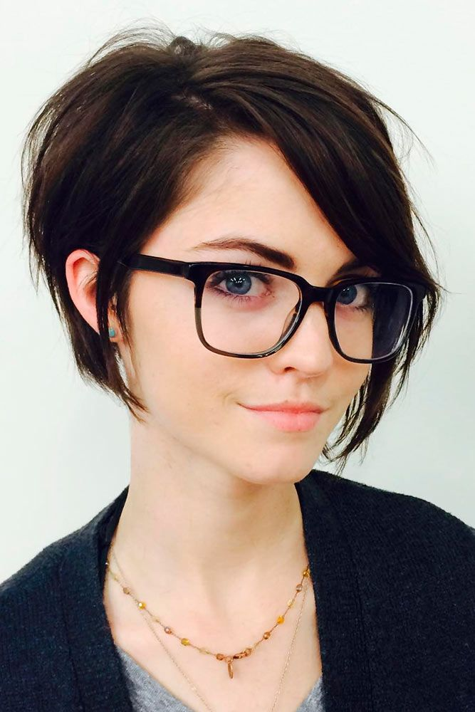 30 Short Hairstyles For Round Faces People With Glasses