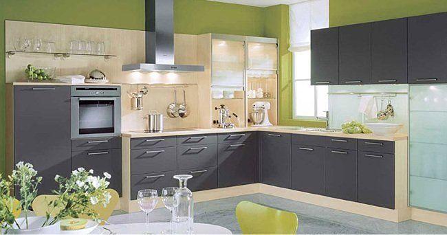 cocina con muebles de madera, piedra negra y pintura pizarra ...