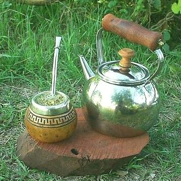 Yerba Mate is a South American nervine herb with a mild amount of bio-active caffeine (which is non-addictive) used a refreshing tonic drink and is a close cousin to Guayusa. Yerba Mate is tonifying and energizing. It stimulates the mind and body but without undesirable stimulant effects. It is commonly used by the Shamans and healers of South America.