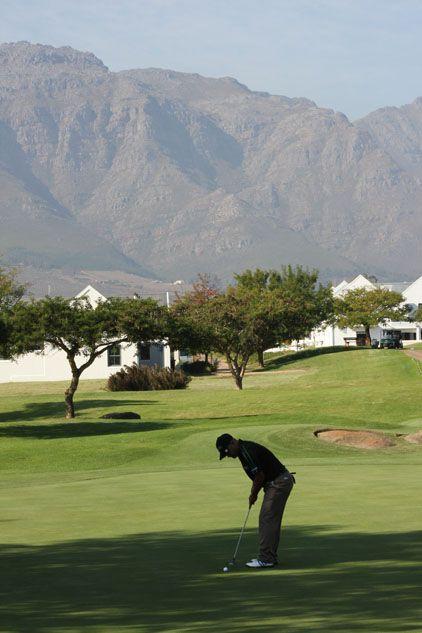 "DeZalze's ""perfect backdrop"" to calm any golfer's nerves"