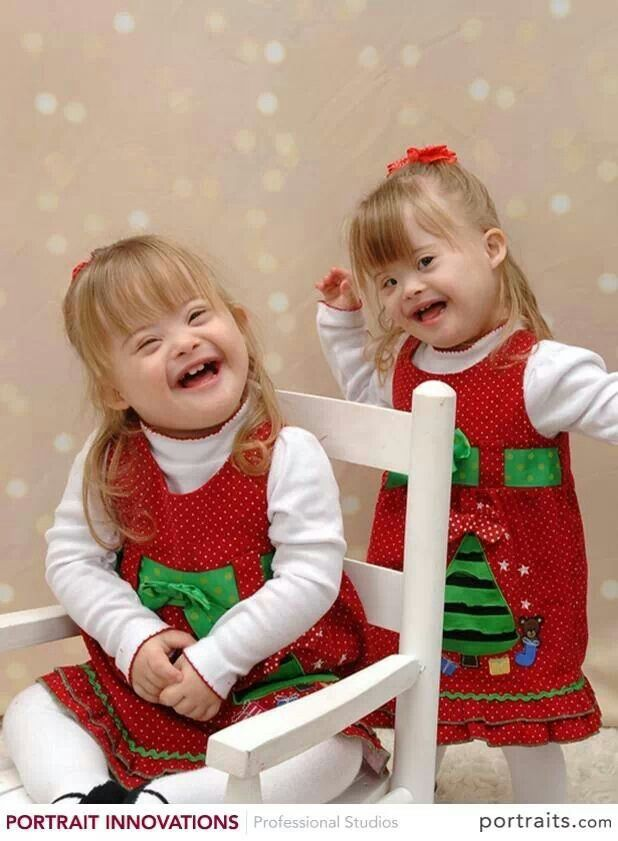 emmalyn and cailyn wish you a merry christmas down syndrome awareness precious b23 zwei. Black Bedroom Furniture Sets. Home Design Ideas