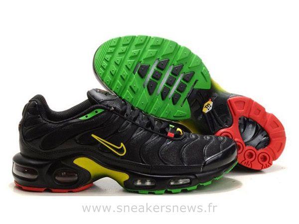 Chaussures de Nike Air Max Tn Requin Homme Noir Jaune et Vert Nike Tn  Requin Homme dd6f9bc70b8d
