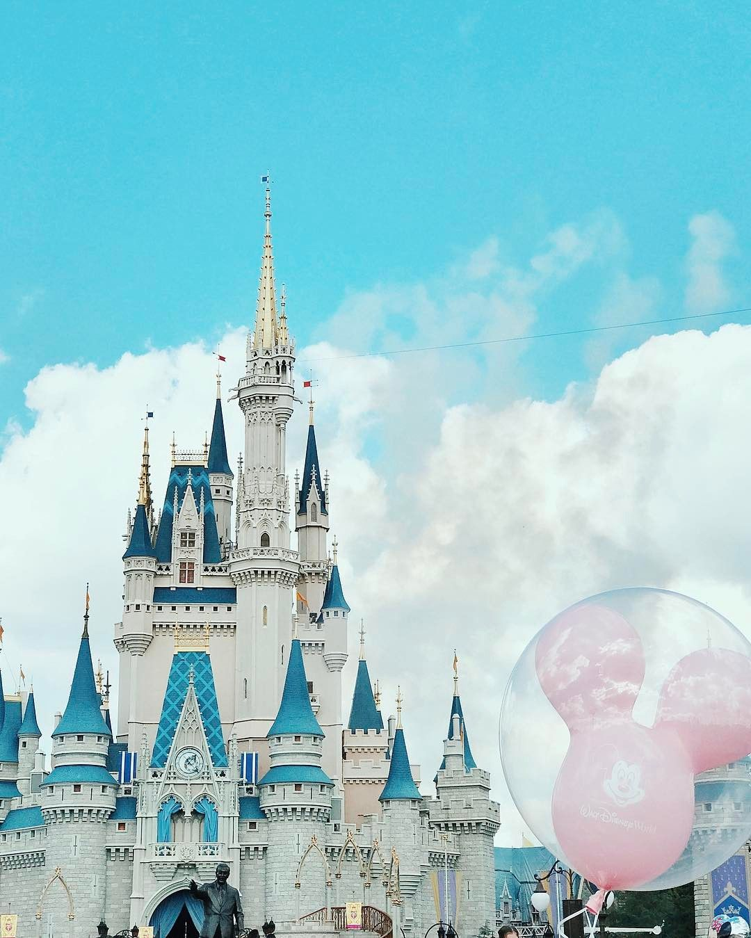 Disney World Cinderella Castle Ballon Mickey Mouse Photo