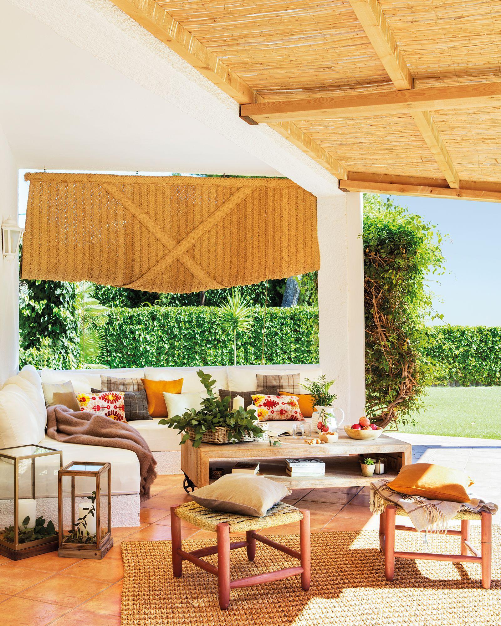 porche-con-salon-de-verano-con-sofas-de-obra 442905 7be5e7ad | El ...