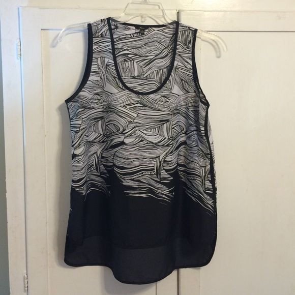 Beautiful Black and White Print Sleeveless Top This top is perfect! It is a bit longer in the back to wear perfectly with leggings. Well loved and cared for with price accounting wear. Thanks for looking. 20% off bundles. Tops