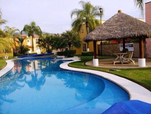 Casa en privada con vigilancia y alberca, a 15min de Cuernavaca