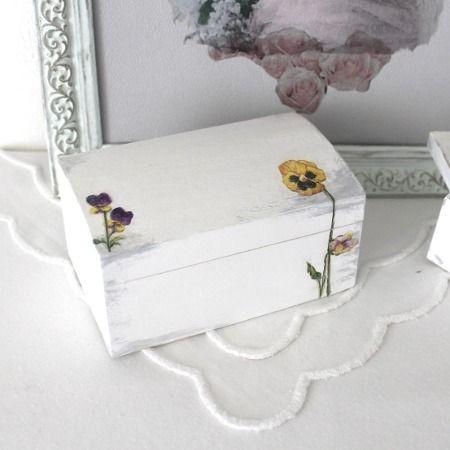 Coffre, boîte à bijoux en bois peint et décoré violettes, style - meuble en bois repeint