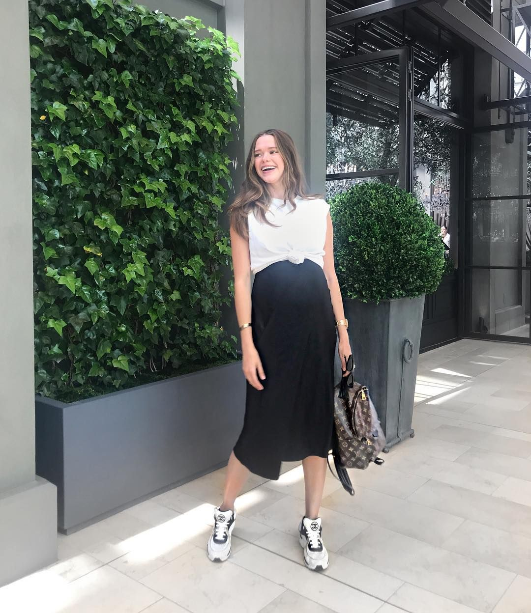 "Valeria Lipovetsky on Instagram: ""Took a break from my anti social pregnancy 👏🏻💃🏻 #ootd"""