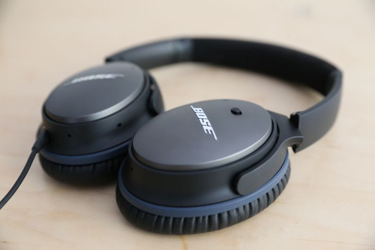 Bose Quietcomfort 25 Review Bose Pads Its Lead In Noise Cancelling Headphones Techcrunch Noise Cancelling Headphones Headphones Noise Cancelling