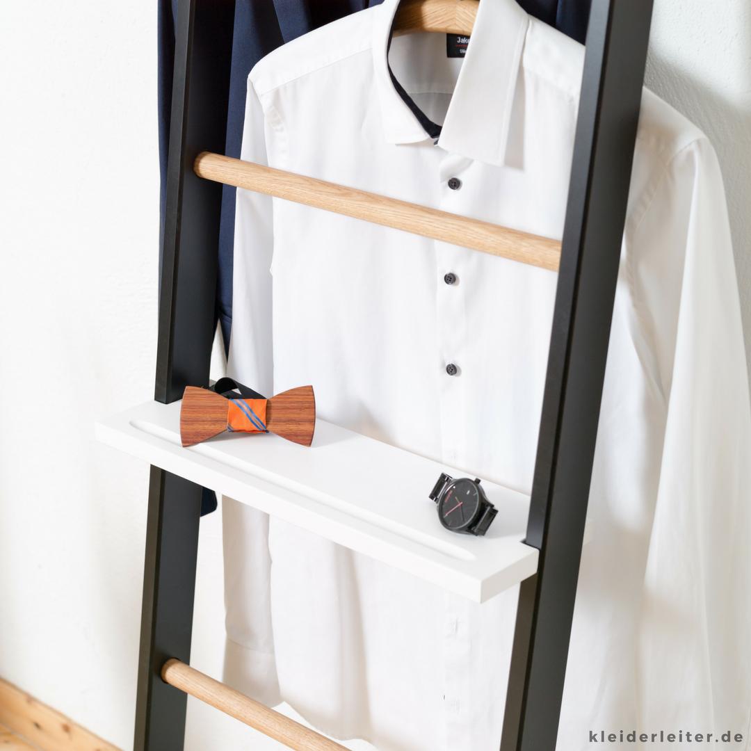 smarte männer mit smarten lösungen. die kleiderleiter ist beliebt