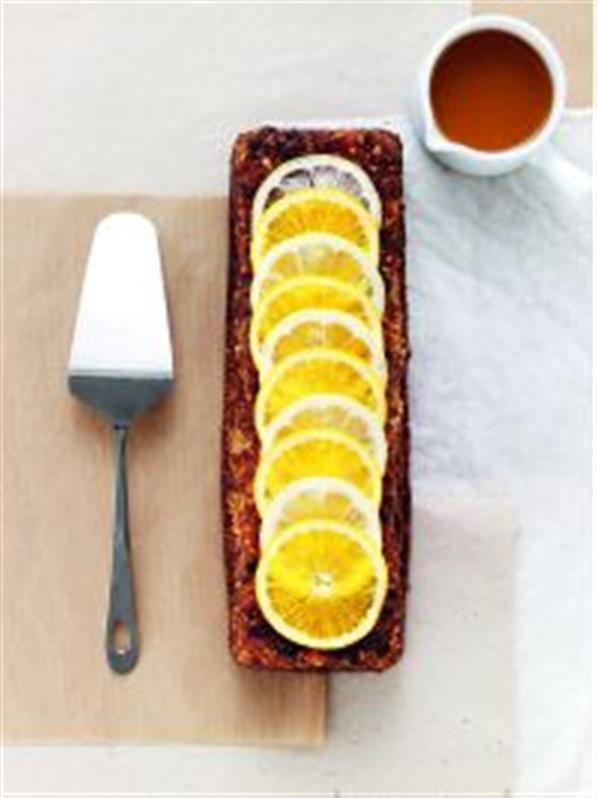 Svampet sandkage med abrikos og citron, stjerneanissirup og appelsinyoghurt opskrift