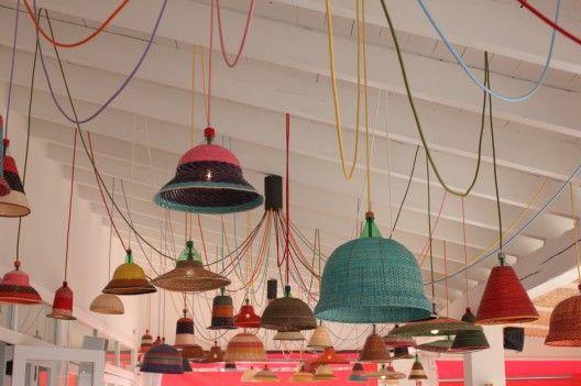 Pet lamp lvaro catal n de oc n decoraci n y reciclaje pinterest l mparas botellas y - Lamparas de techo originales ...
