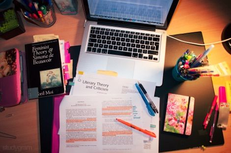 Afbeelding via We Heart It https://weheartit.com/entry/165254945 #apple #fml #homework #inspiration #macbook #motivation #pencils #pens #school #highlighters #nohomework #worthit #hateit