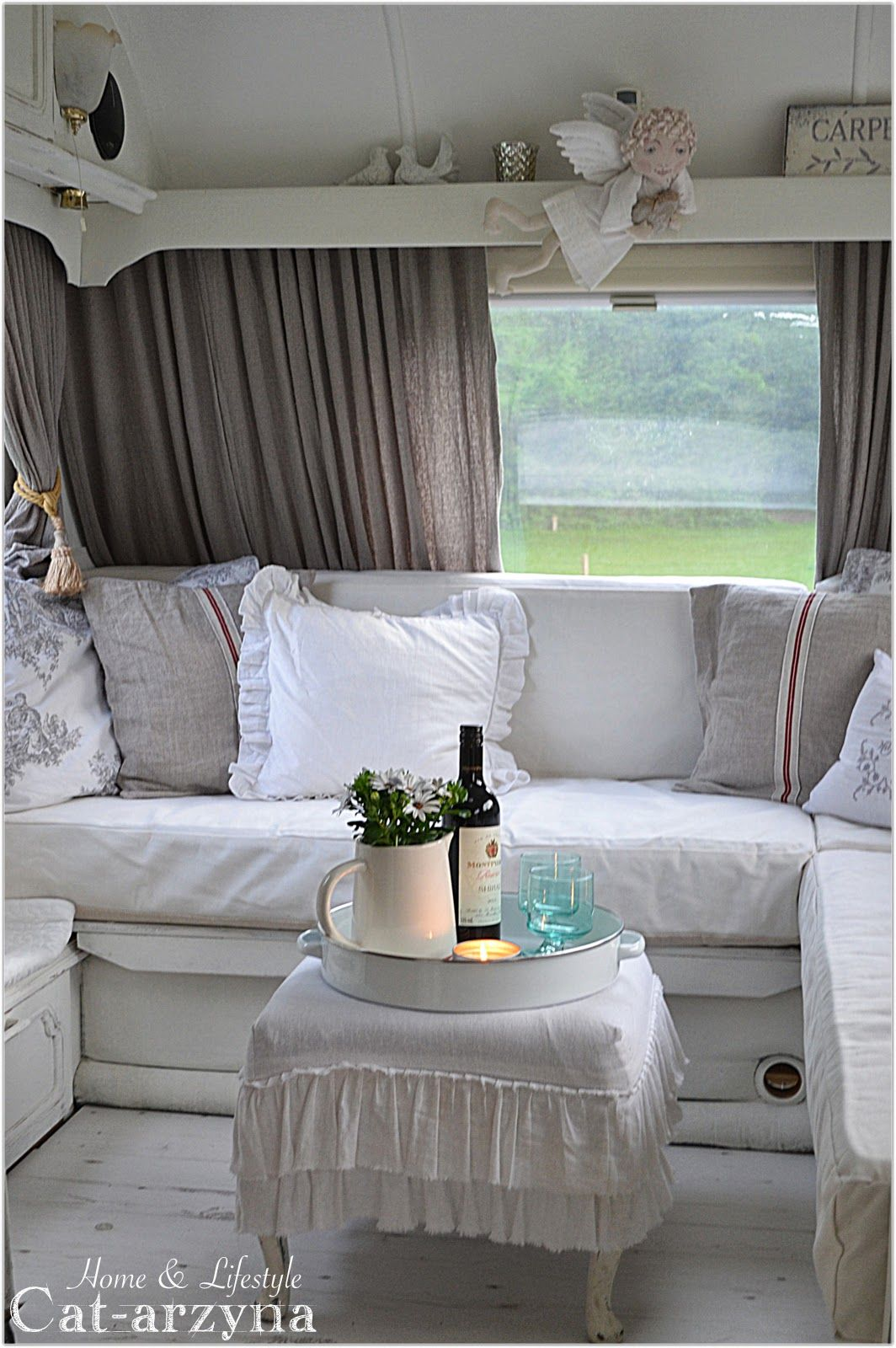 cat arzyna cottage on wheels way too girly for me but. Black Bedroom Furniture Sets. Home Design Ideas