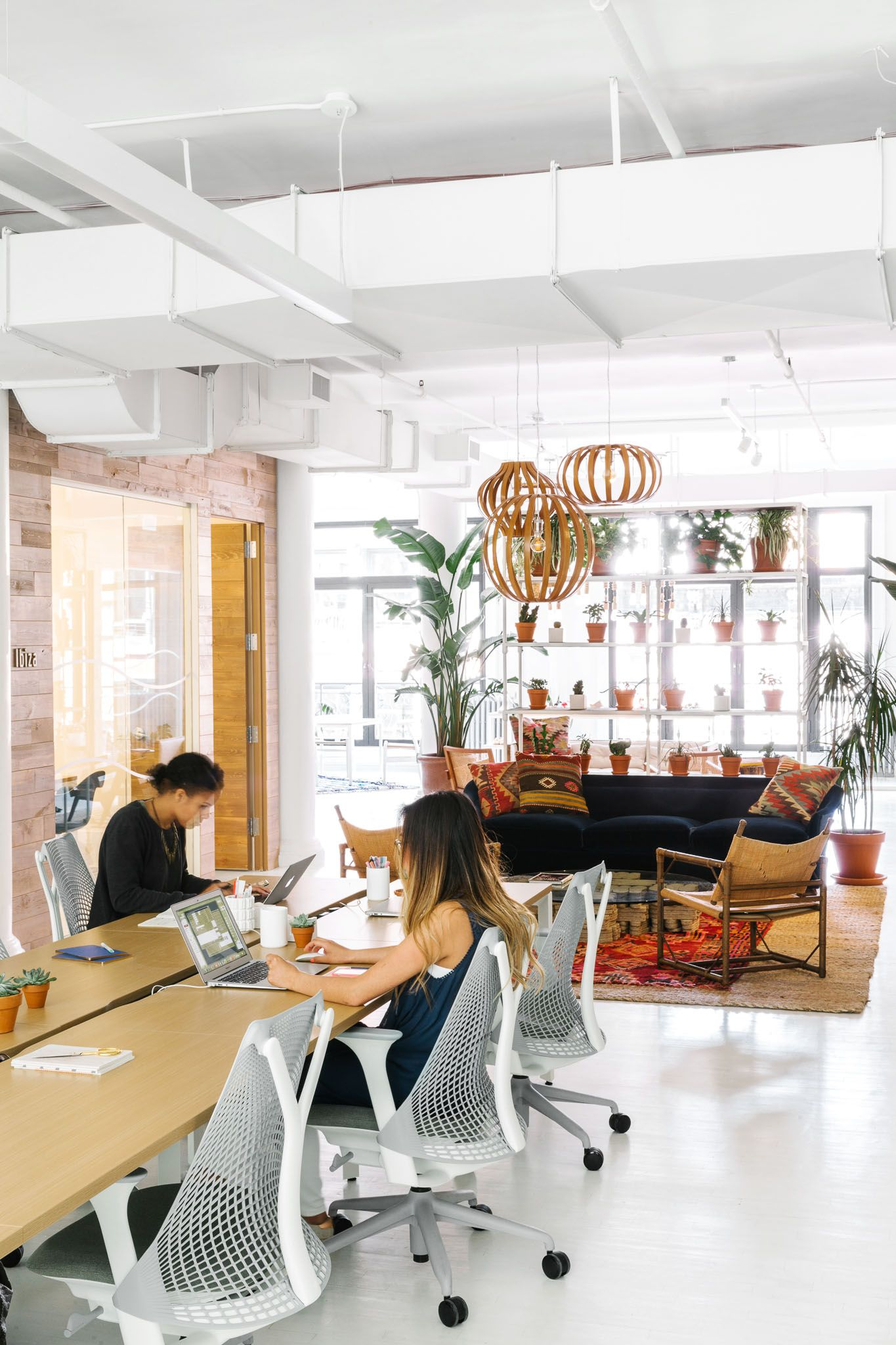 Cool Office Interiors Ideas from i.pinimg.com