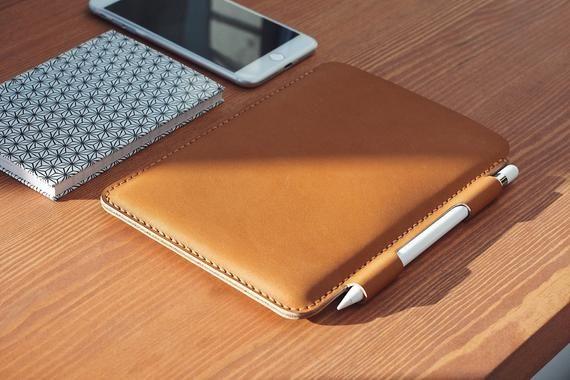 Custom Leather IPad Case / IPad Cover w/ Apple Pencil Holder Case / Leather IPad Mini 5 Case / Personalized IPad Sleeve w/ Apple Pencil Case