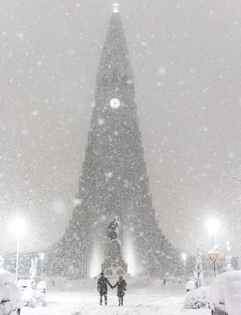Hallgrímskirkja church, one of the city\'s landmarks, dusted with ...
