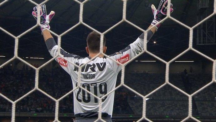 Victor usa camisa com a numeração do ano em que se encerra novo contrato com Galo - Atlético Mineiro.