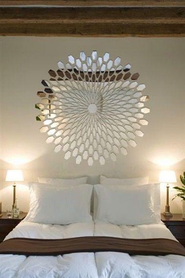 les miroirs en plus d apporter un effet d agrandissement a vos pieces donnent une touche deco et originale grand miroir rond de forme triangulaires ou